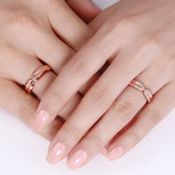 Jeulia Rose Gold Tone Round Cut Sterling Silver Band Set